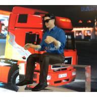 Figurine de chauffeur homme avec lunettes de soleil 1/14.5