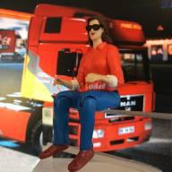 Figurine de chauffeur femme avec lunettes de soleil 1/14.5